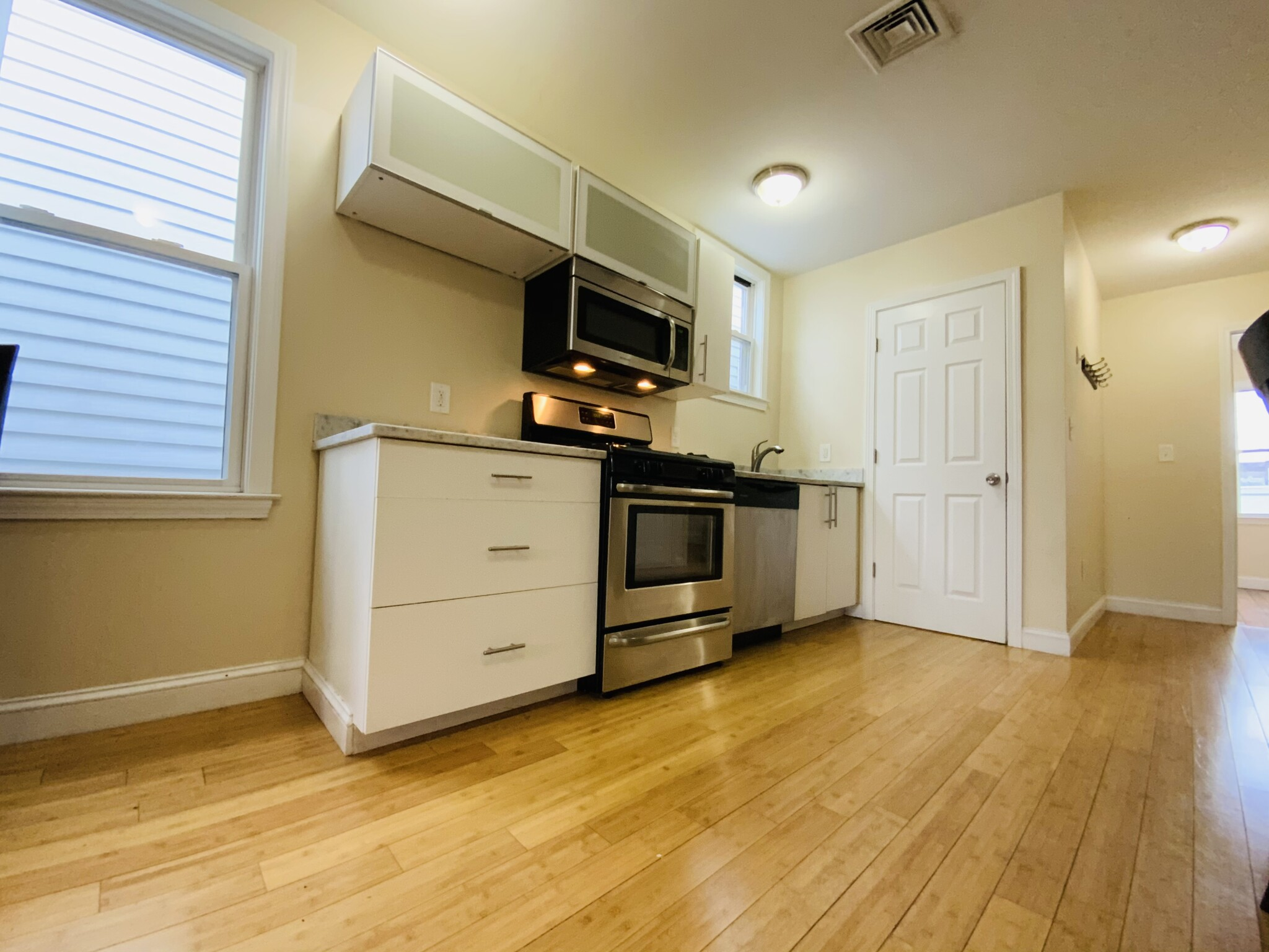 3 Beds, 1 Bath apartment in Boston, East Boston for $2,500
