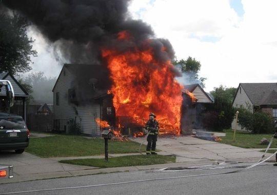 Un american staff sauve un enfant d 39 une maison en flamme for Alarme feu maison