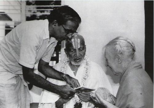 Indra Devi foi uma das grandes divulgadoras do Yoga no ocidente, foi professora de estrelas de Hollywood como Marilyn Monroe
