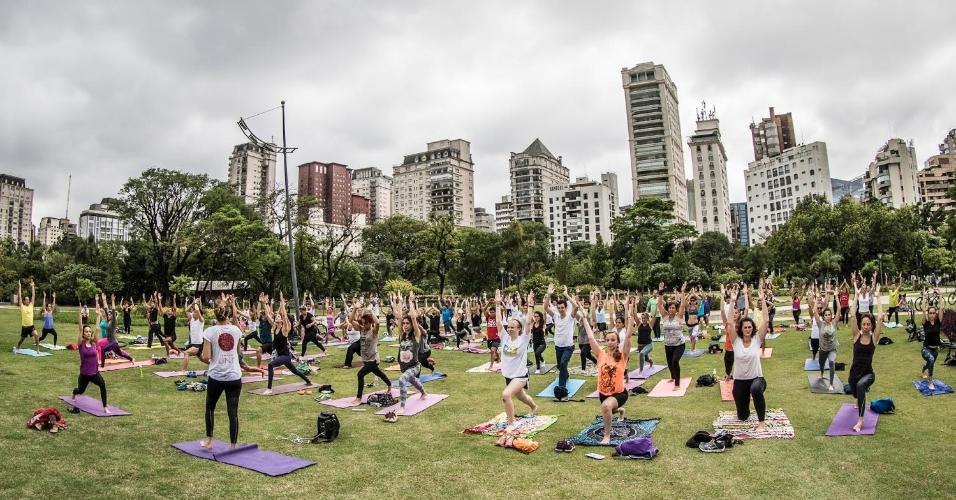 aula de yoga parque do povo lotada