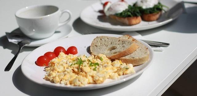scrambled egg characteristics