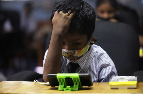 Tech-free innovations in India help bridge digital divide