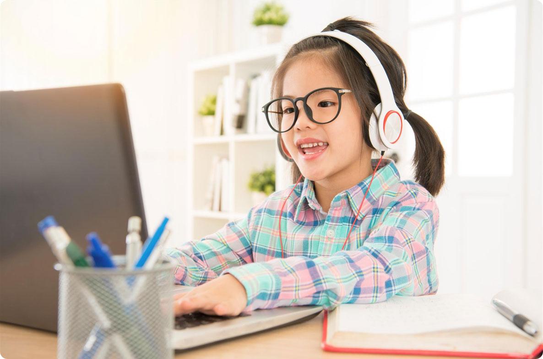 Kid attending online coding class