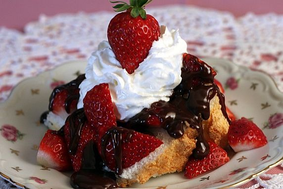 Angel food cake with strawberries hot fudge sauce angel food cake with strawberries amp hot fudge easy and amazing use store forumfinder Image collections