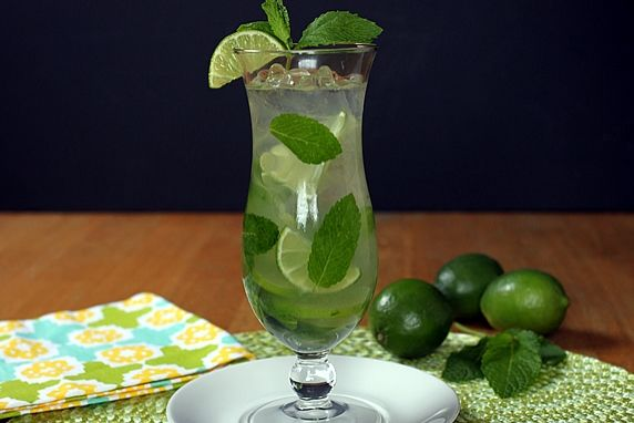This refreshing cocktail has its roots in Cuba but has become popular across the US. It's a combination of mint, lime, and rum that is commonly served in hot weather, but it can be enjoyed year round.