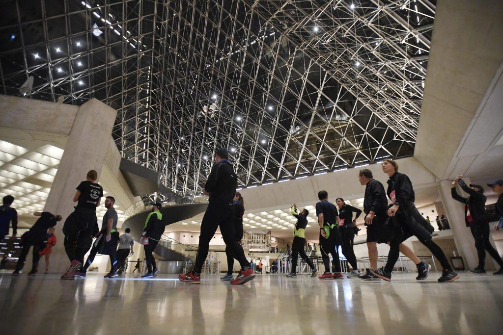 Resultado de imagen para La Gioconda volvió renovada a su sala habitual en el Louvre