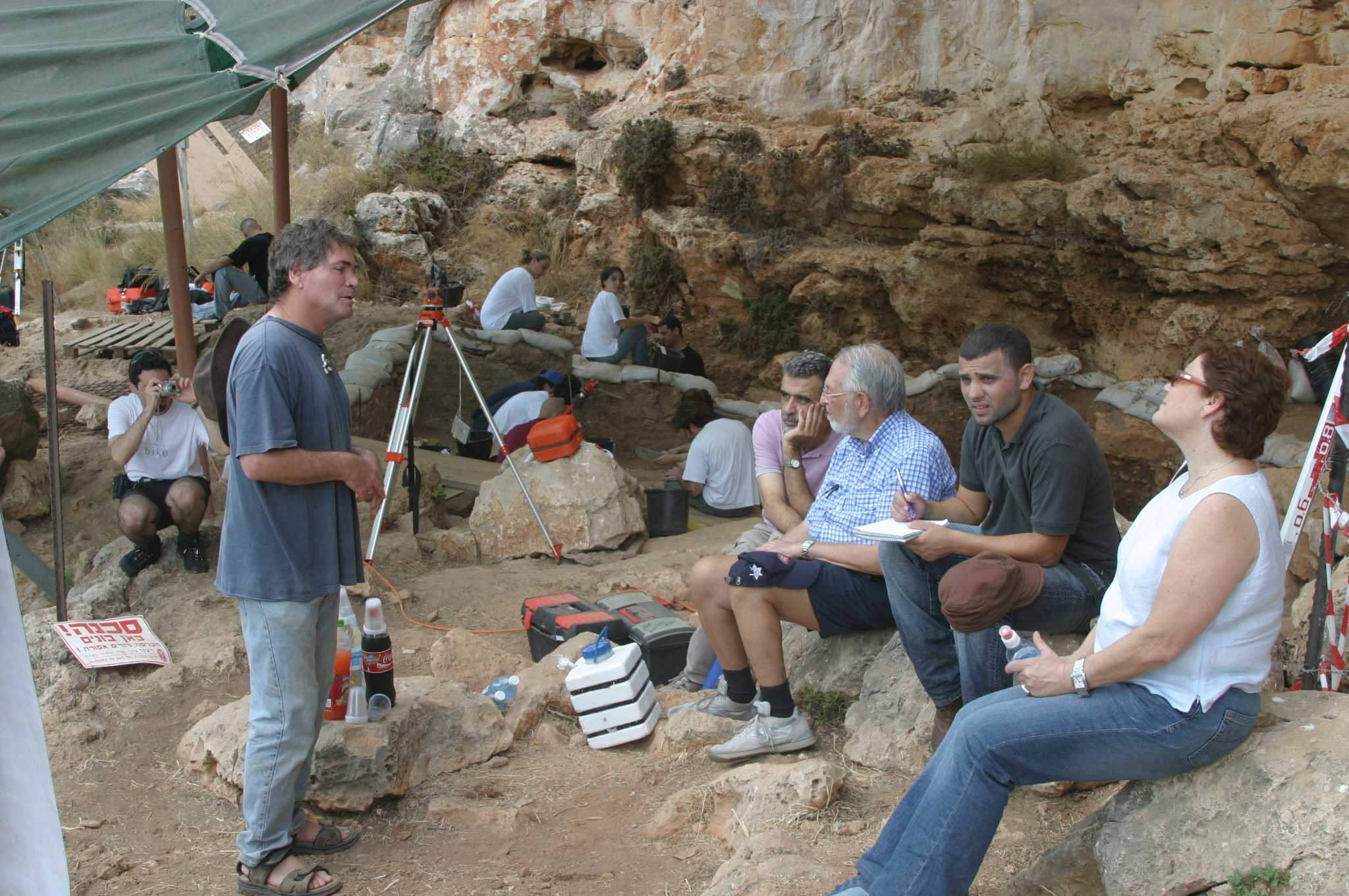 Prof. Israel Hershkovitz explaining Dan David about the cave