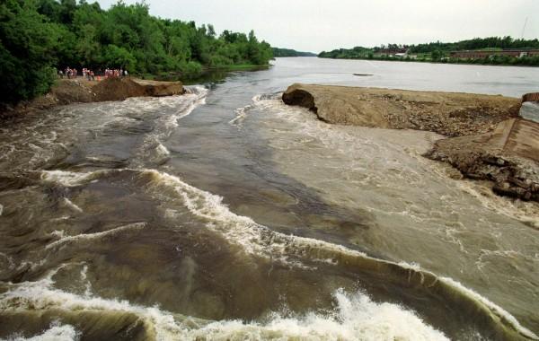 Breaching of Edwards Dam, Augusta, Maine, 1999  Source: Bangor Daily News