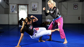 woman low kick sm