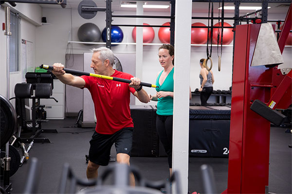 personal trainer conducting functional fitness consultation with client