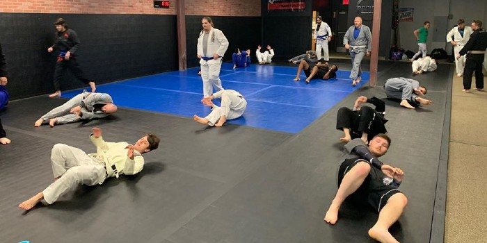 beginner jiu jitsu class on the mat