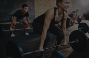 woman deadlifting in crossfit class