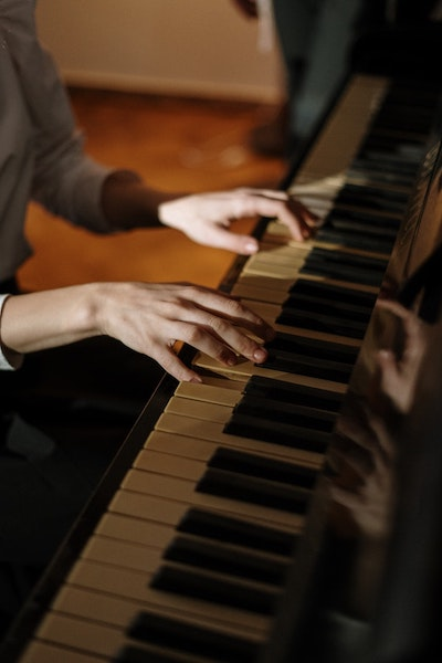 Benefits-of-Taking-Piano-Lessons-Fox-Music