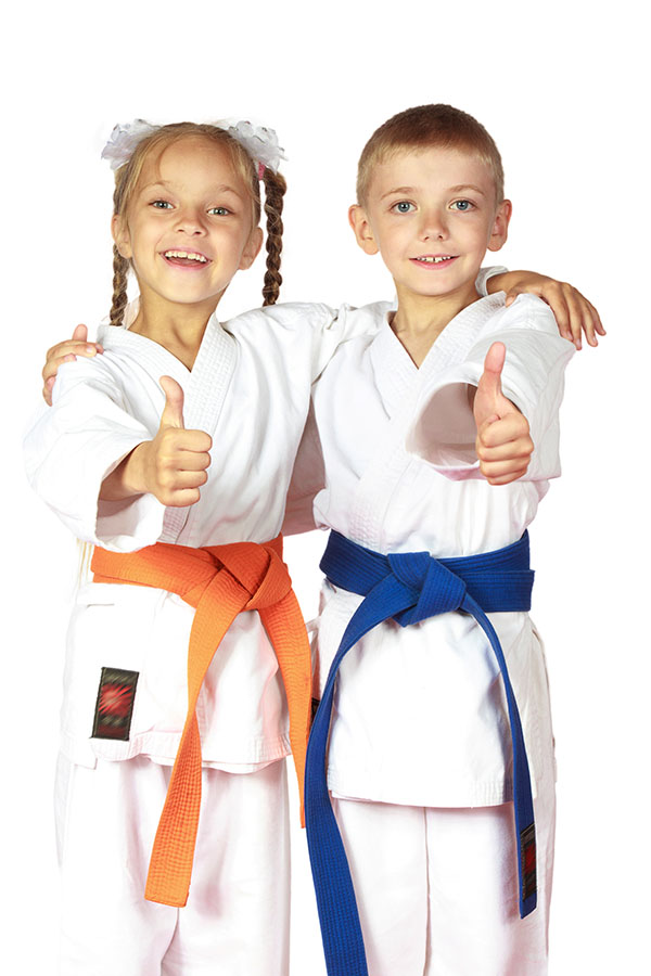 kids that do karate takintg a picture together.