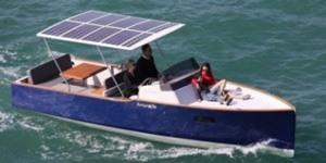 Zonnepanelen op de boot plaatsen