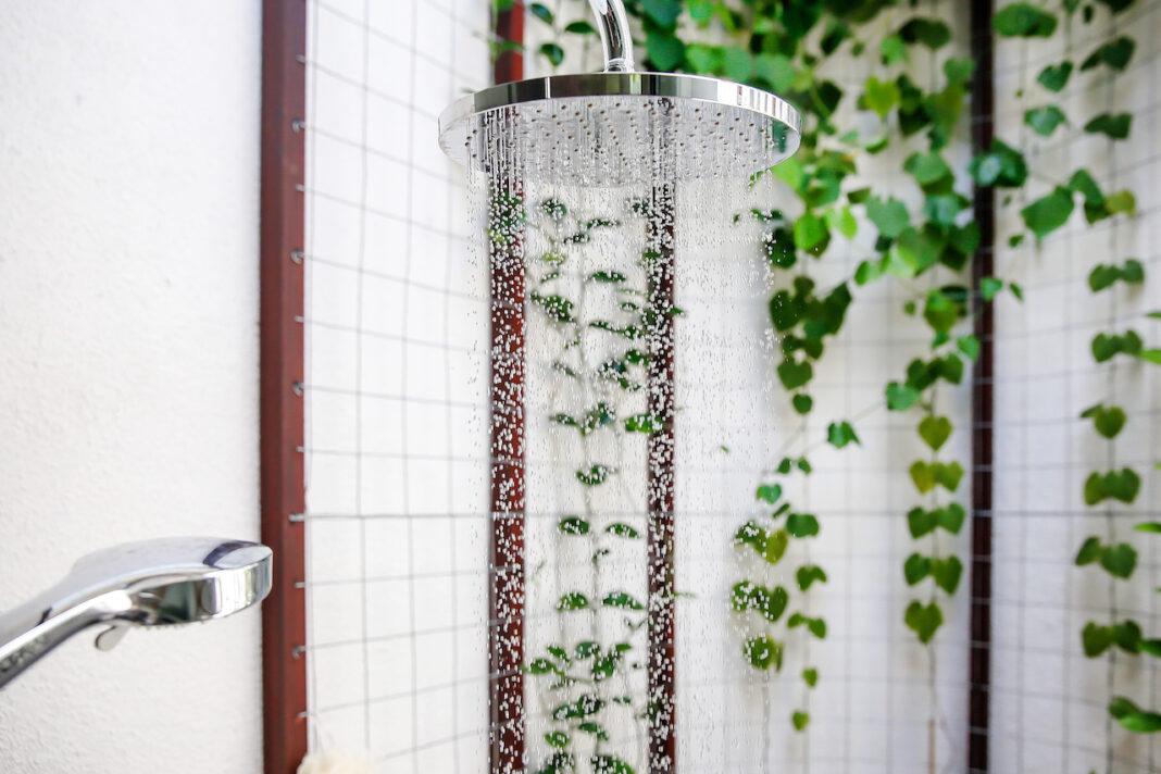 shower head sprinkling water