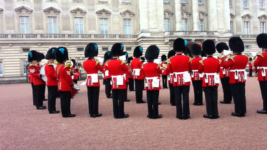 Crowds are Surprised to see the Queen's Guards Play Game of Thrones Theme featured image