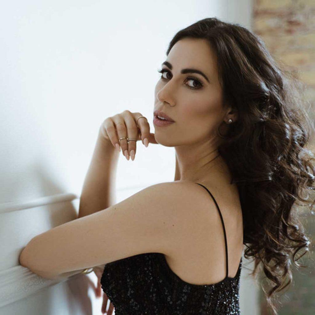 "Audio: SopranoLucia Cesaroniplays Hanna Glawari in Toronto Operetta Theatre's Production of ""The Merry Widow"" featured image"