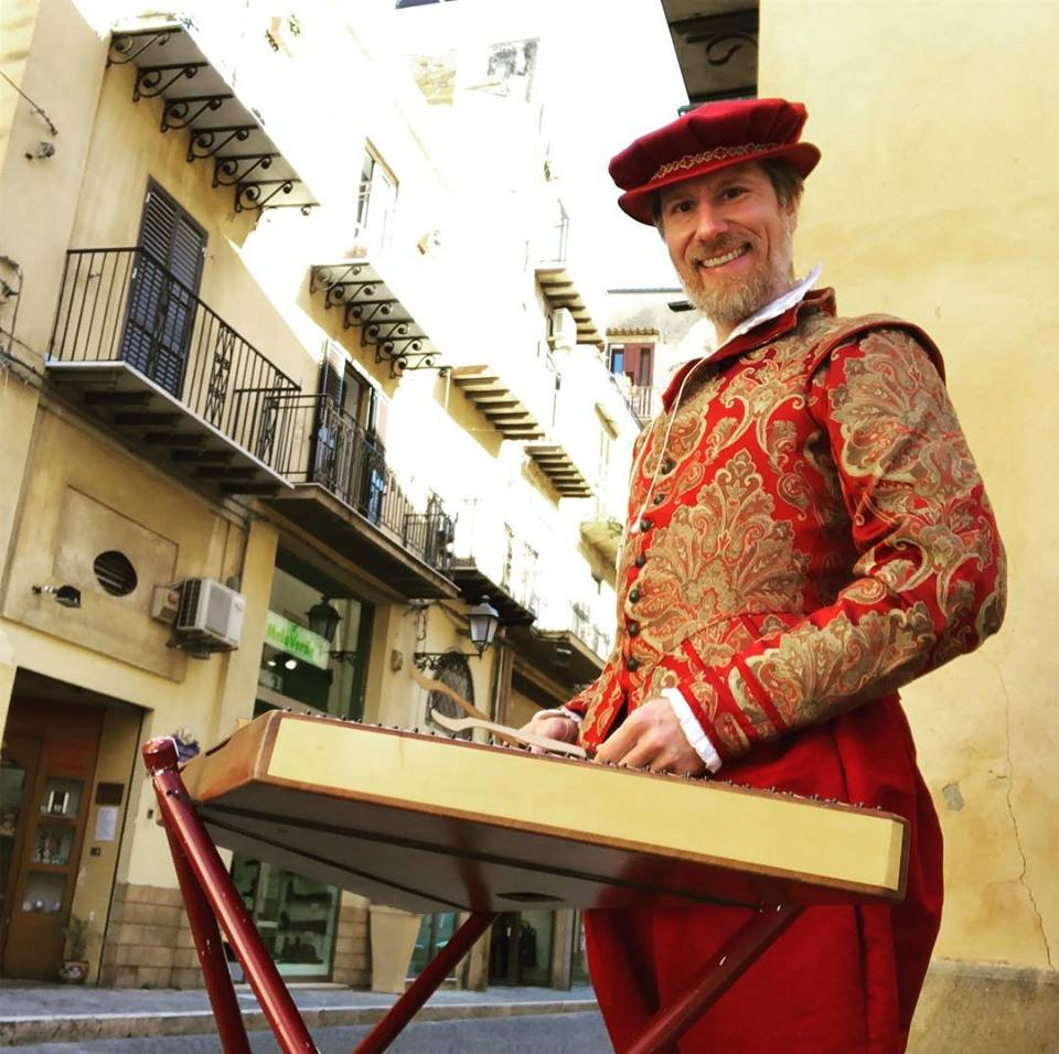 Life as travelling, busking musician: a chat with dulcimer player Vince Conaway featured image
