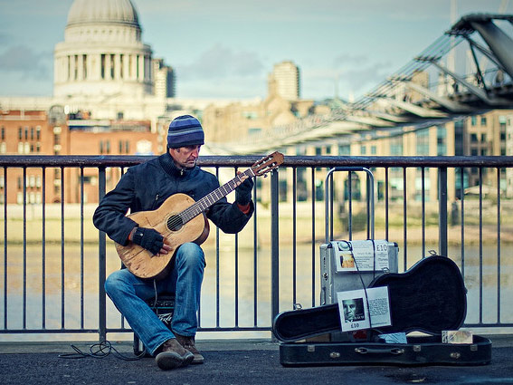 Musician performing on the streets of London. Image | Michiel Jelijs (http://www.flickr.com/photos/thewolf/4322239586/)