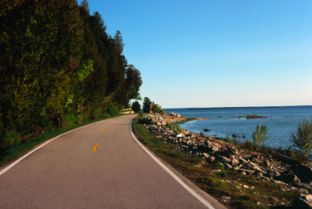 mackinac-lake-shore-drive