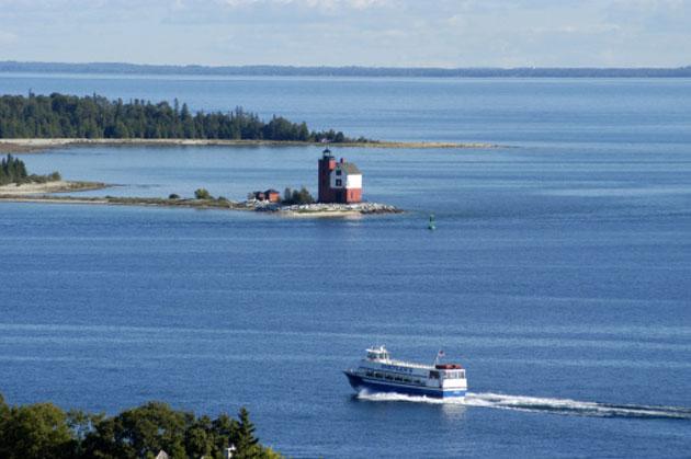 mackinac-lighthouse
