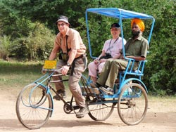 AD_Worldwide_India-rickshaw