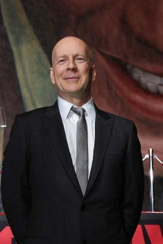 Bruce-Willis_suit