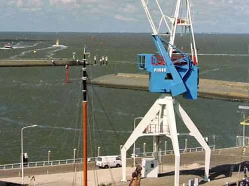 2-harbour-crane