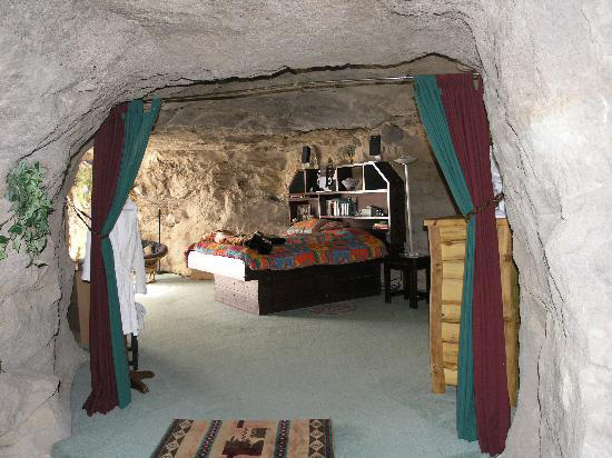 6-kokopelli-cave-bed-and-breakfast