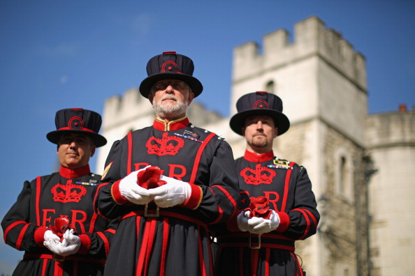 Tower Of London Beefeater Plants The First Ceramic Poppy To Commemorate WW1