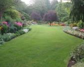 Butchart-Garden,-lawn-and-garden-in-sunken-garden