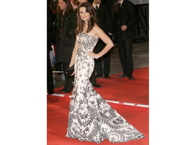 memorable-gowns-penelope-cruz