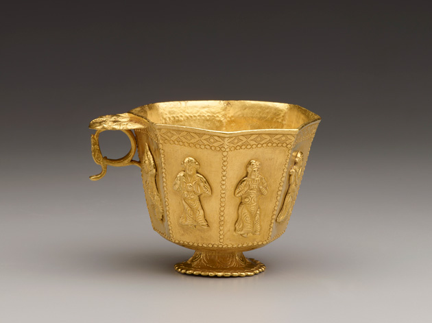 Review-Photo-4_Cast-Gold-Cup-with-Chased-Decorations