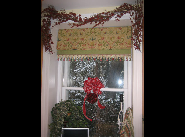 maples-1-snow,-Christmas-window-in-kitchen