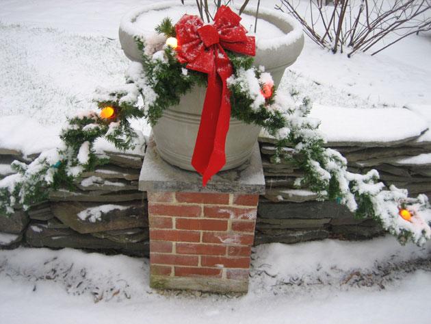 snow,-pot,-stone-wall-and-Xmas-garland