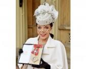 joan-collins-hat