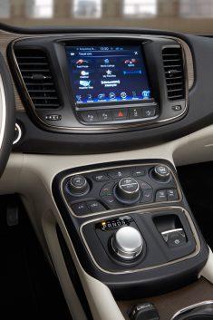Chrysler200_2