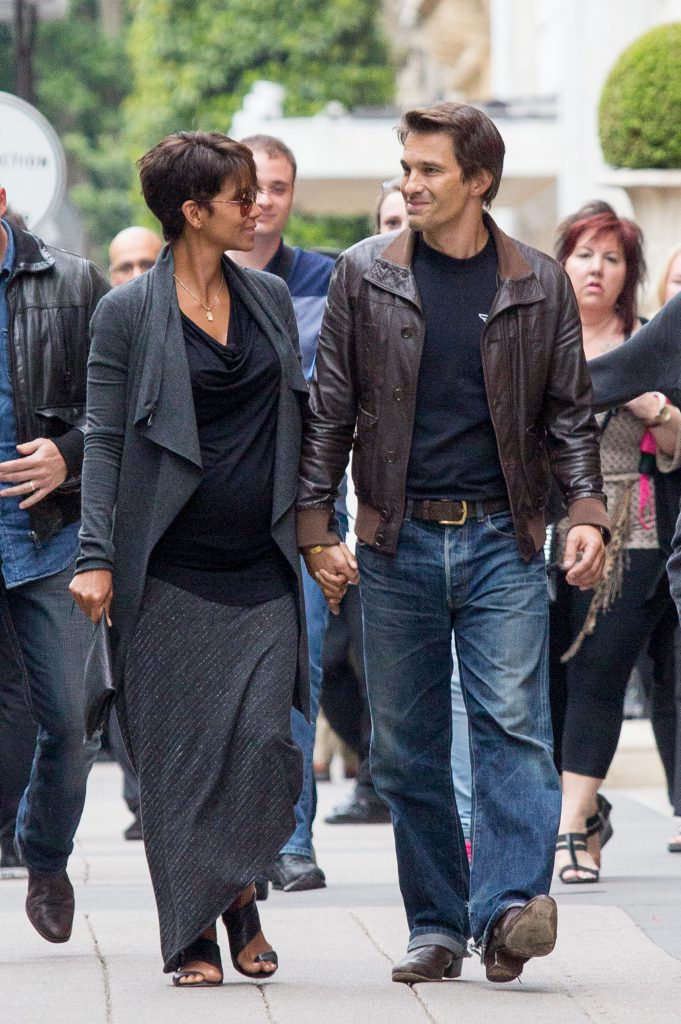 PARIS, FRANCE - JUNE 11: Actress Halle Berry and actor Olivier Martinez are seen strolling on the 'Avenue Montaigne' on June 11, 2013 in Paris, France. (Photo by Paul Hubble/FilmMagic)