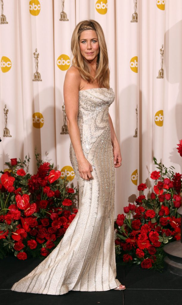 LOS ANGELES, CA - FEBRUARY 22:  (EDITORS NOTE: NO ONLINE, NO INTERNET, EMBARGOED FROM INTERNET AND TELEVISION USAGE UNTIL THE CONCLUSION OF THE LIVE OSCARS TELECAST)  Actress Jennifer Aniston poses in the press room at the 81st Annual Academy Awards held at Kodak Theatre on February 22, 2009 in Los Angeles, California.  (Photo by Jason Merritt/Getty Images)