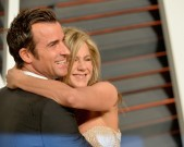 BEVERLY HILLS, CA - FEBRUARY 22:  Actors Justin Theroux (L) and Jennifer Aniston attends the 2015 Vanity Fair Oscar Party hosted by Graydon Carter at Wallis Annenberg Center for the Performing Arts on February 22, 2015 in Beverly Hills, California.  (Photo by Alberto E. Rodriguez/WireImage)