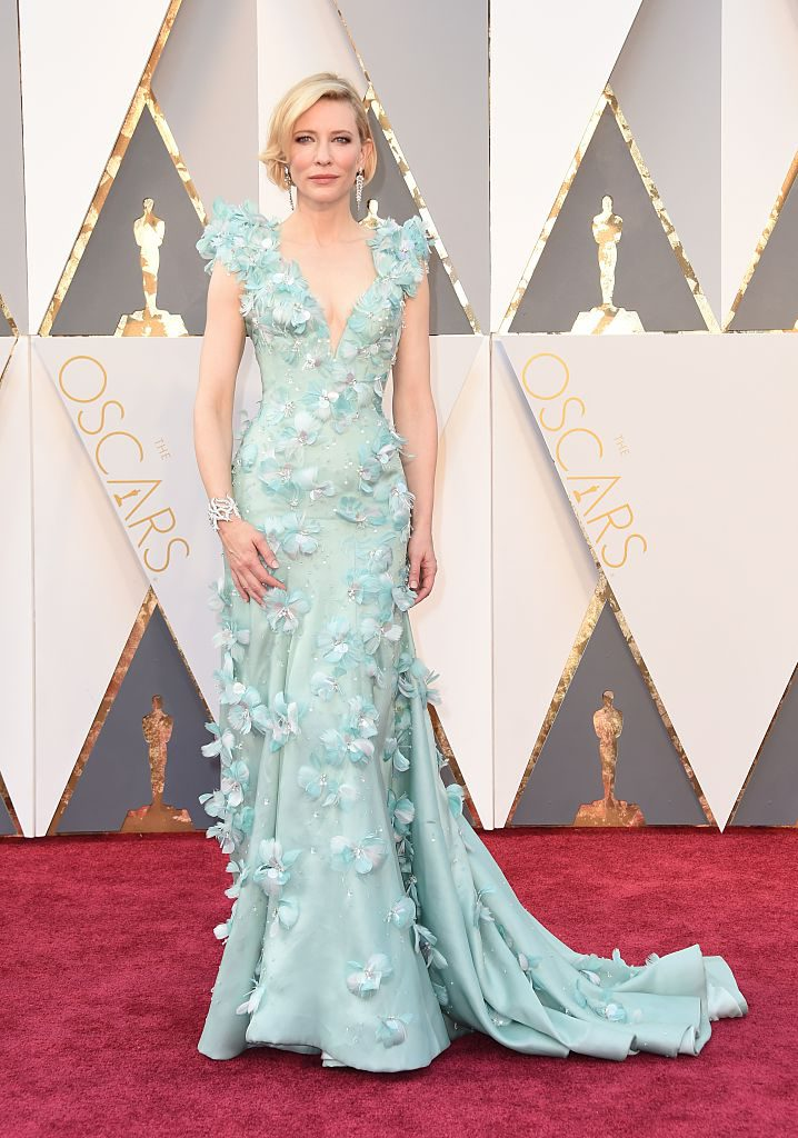Actress Cate Blanchett arrives on the red carpet for the 88th Oscars on February 28, 2016 in Hollywood, California. AFP PHOTO / VALERIE MACON / AFP / VALERIE MACON (Photo credit should read VALERIE MACON/AFP/Getty Images)