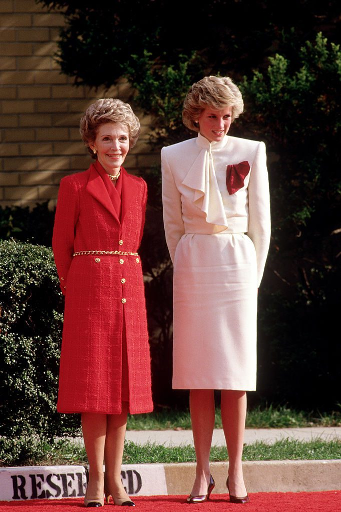SPRINGFIELD - NOVEMBER 11: Diana Princess of Wales and Nancy Reagan, wife of President Ronald Reagan, at the Springfield Drug Rehabilitation Center on November 11, 1985 in Springfield USA. (Photo by David Levenson/Getty Images)