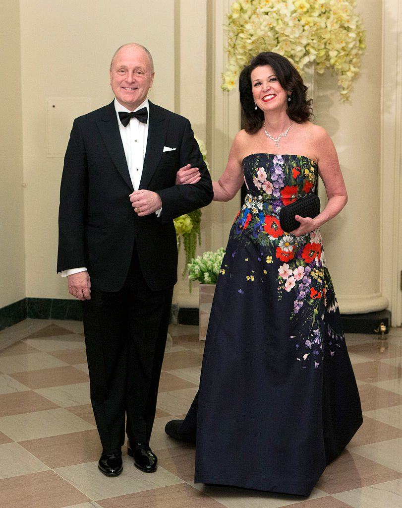 US Ambassador to Canada Bruce Heyman and Vicki Heyman arrive at a State Dinner in honor of Canadian Prime Minister Justin Trudeau at the White House in Washington on March 10, 2016. / AFP / Chris KLEPONIS (Photo credit should read CHRIS KLEPONIS/AFP/Getty Images)