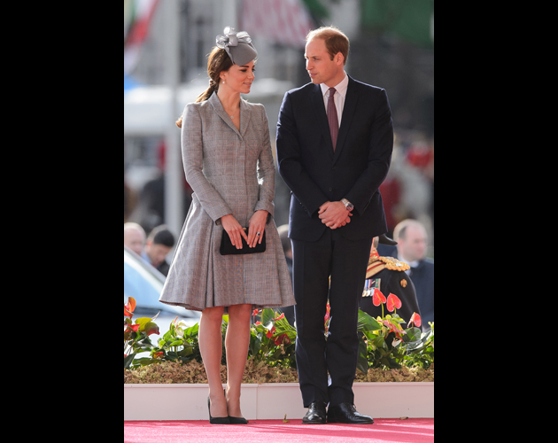 LONDON, ENGLAND - OCTOBER 21: Britain's Catherine, Duchess of Cambridge (L) and Prince William, Duke of Cambridge (R) attend the ceremonial welcome ceremony for Singapore's President Tony Tan Keng Yam at the start of a state visit at Horse Guards Parade on October 21, 2014 in London, England. The President is at the beginning of his four day stay during which he will hold a bilateral meeting with Prime Minister David Cameron. (Photo by Leon Neal - WPA Pool/Getty Images)