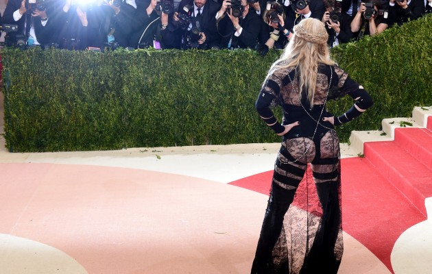 TOPSHOT - Madonna arrives for the Costume Institute Benefit at The Metropolitan Museum of Art May 2, 2016 in New York. / AFP / TIMOTHY A. CLARY        (Photo credit should read TIMOTHY A. CLARY/AFP/Getty Images)