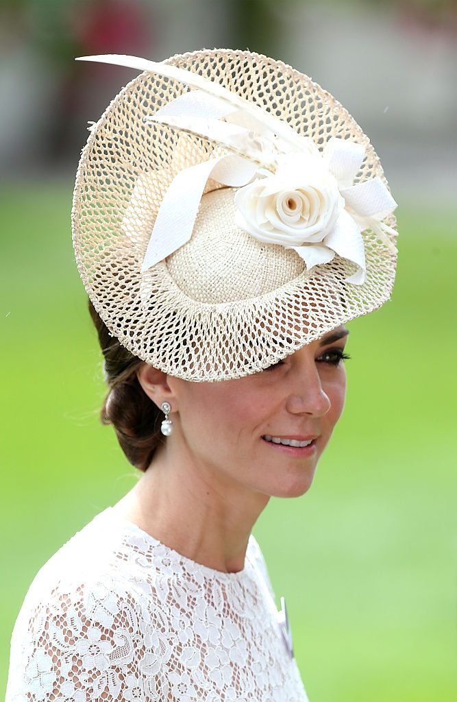 ASCOT, ENGLAND - JUNE 15: Catherine, Duchess of Cambridge arrives for day 2 of Royal Ascot at Ascot Racecourse on June 15, 2016 in Ascot, England. (Photo by Danny Martindale/WireImage)