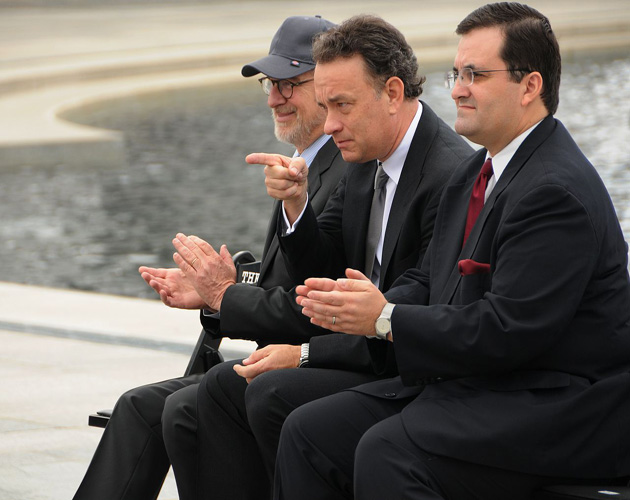 1280px-Steven_Spielberg_&_Tom_Hanks_at_National_World_War_II_Memorial_for_premiere_of_The_Pacific_2010-03-11