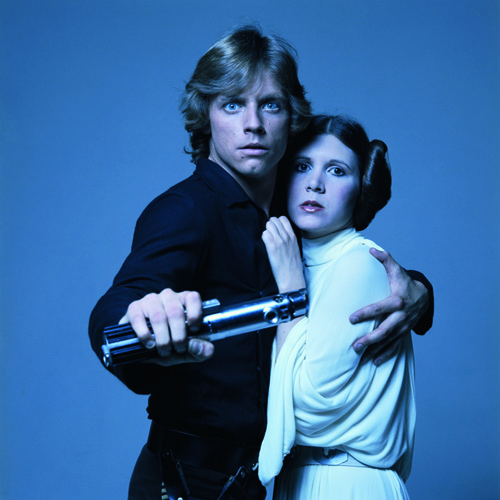 American actors Mark Hamill and Carrie Fisher in costume as brother and sister Luke Skywalker and Princess Leia in George Lucas' Star Wars trilogy, 1977. (Photo by Terry O'Neill/Getty Images)