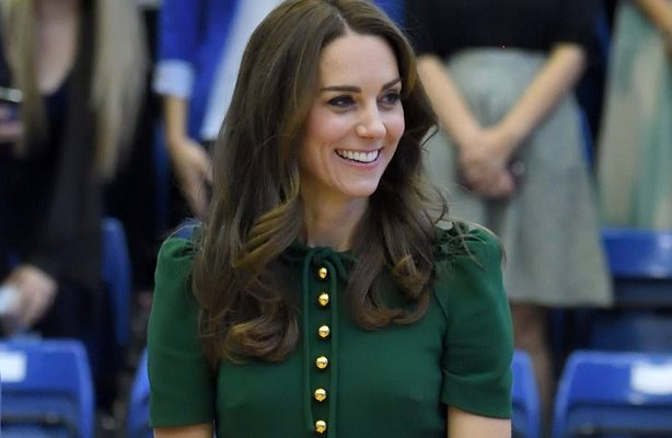 KELOWNA, CANADA - SEPTEMBER 27:  Catherine, Duchess of Cambridge visits the University of British Columbia on September 27, 2016 in Kelowna, Canada.  (Photo by Karwai Tang/WireImage)